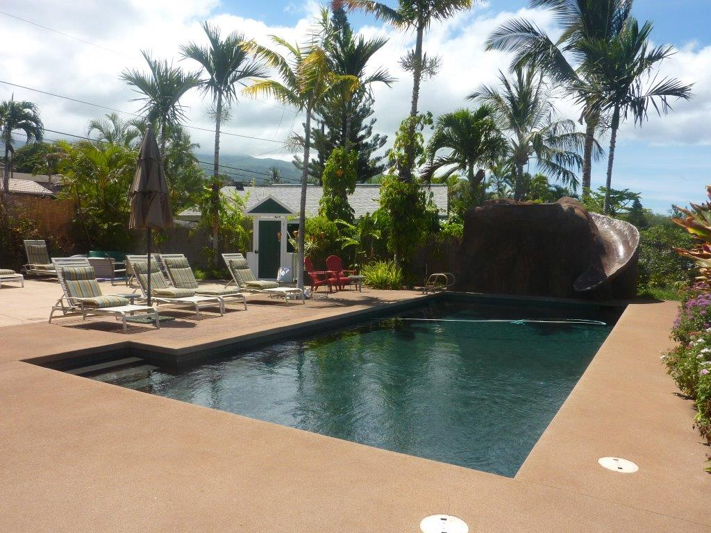Large Pool and sun deck by our Vacation rental cottage here on Maui
